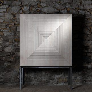 meuble érable massif pied acier brut motif fraisé labyrinthe meuble bois naturel écologique